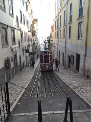 Holidays-in-Portugal-City-Break-tours-lisbon-walking4