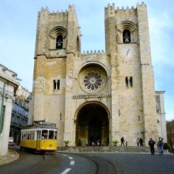 Holidays-in-Portugal-City-Break-tours-lisbon-cathedral